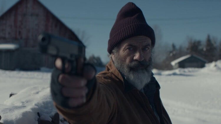 這不是我想的聖誕老人!《追殺胖老爹》預告釋出:「聖誕老人」梅爾吉勃遜生意不佳,還被屁孩僱兇追殺!首圖