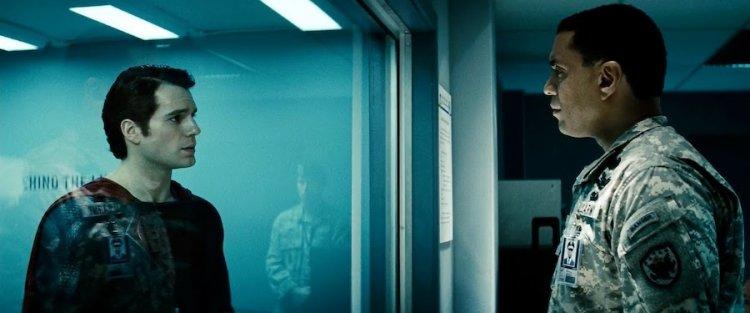 亨利藍尼克斯於《正義聯盟》電影中飾演的將軍,真實身分被證實就是 DC 漫畫英雄「火星獵人」。