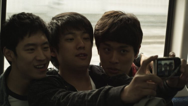 《狩獵的時間》已是李帝勳、朴正民與導演尹成賢的二度合作,首次合作為電影《那一夜,青春褪色》。
