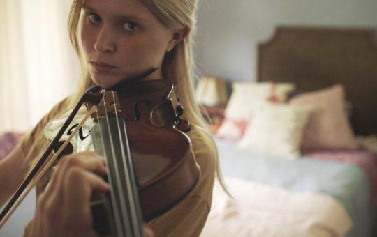 艾莉莎斯坎倫電影《謝謝你愛過我》劇照。