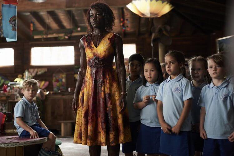 最狂教師節電影《校外打怪教學》(Little Monsters) 即將上映,一場幼兒園校外教學竟被殭屍包圍,露琵塔尼詠歐飾演的老師能帶著孩子活命嗎?