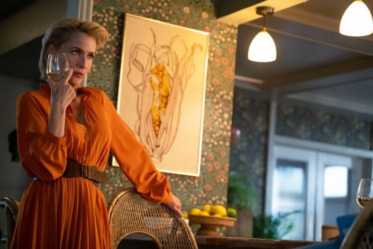 曾於《X 檔案》飾演女主角黛娜史卡利的女星吉蓮安德森,在 Netflix 青春影集《性愛自修室》第二季中又會有什麼「驚人之舉」呢?