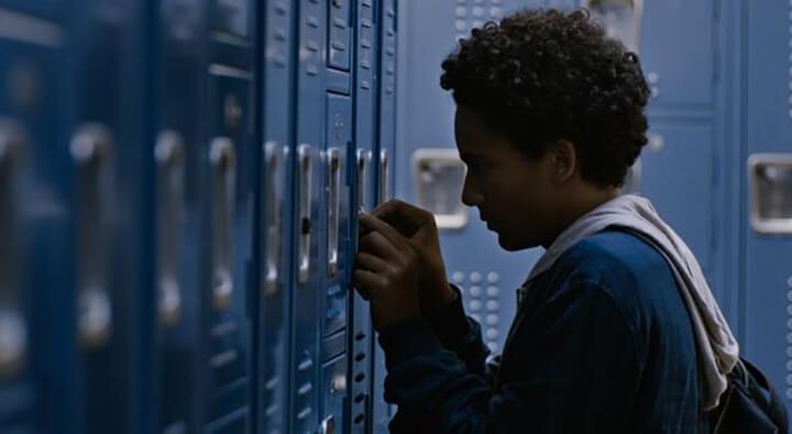 《 男孩愛最大 》片中少年尤里西斯的真我不被家庭同儕接受。