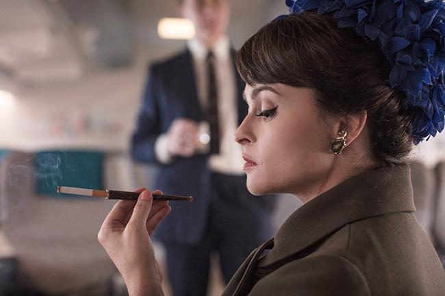 海倫娜寶漢卡特在《王冠》裡接棒凡妮莎科比,演出邁入中年的瑪格麗特公主。