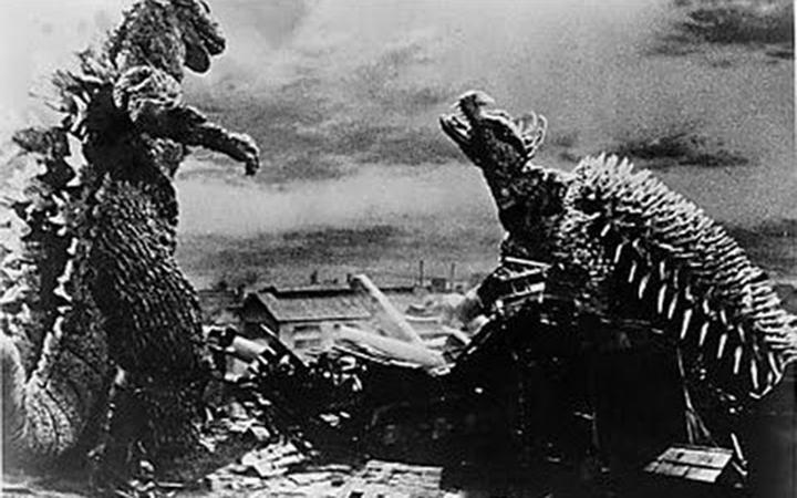 經典場景就是要兩大怪獸一同毀滅經典地標,幫模型大阪城QQ。