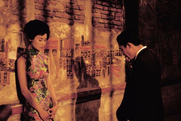 王家衛《花樣年華》電影劇照。