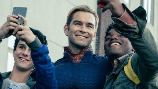 Amazon 熱門影集《黑袍糾察隊》(The Boys) 護國超人的笑容下有不為人知的一面。