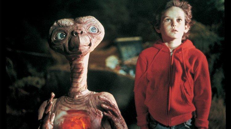 史蒂芬史匹柏執導的《E.T. 外星人》電影劇照。
