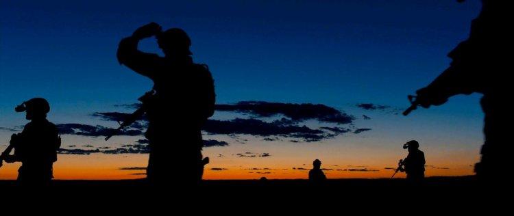 2015 年動作電影《怒火邊界》劇照。