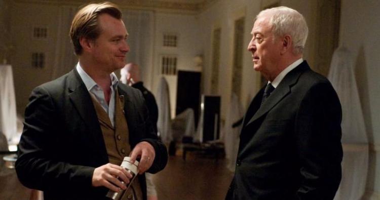 導演克里斯多福諾蘭與演員米高肯恩已合作多年,而諾蘭的新片《天能》米高肯恩也有參演其中。