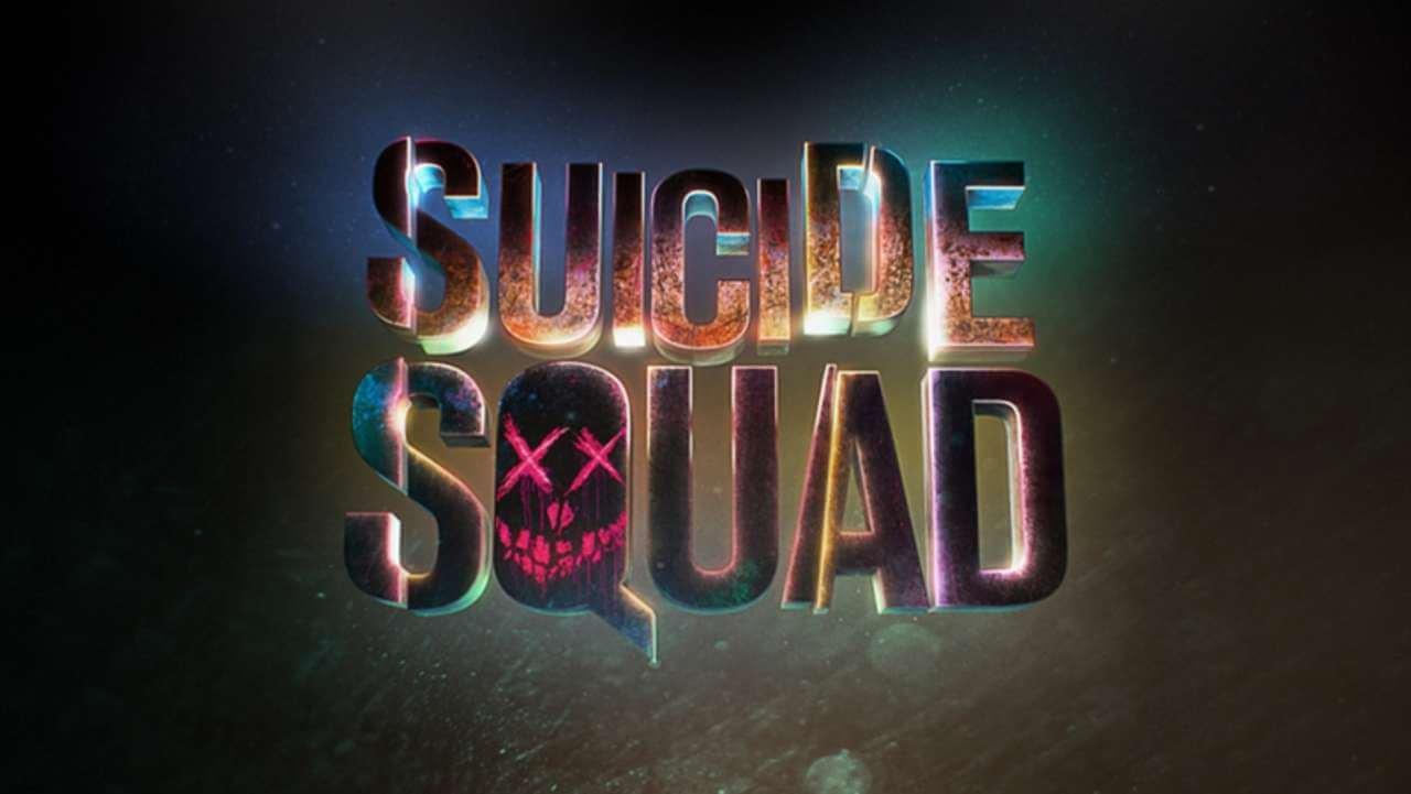 《自殺突擊隊》電影字樣。