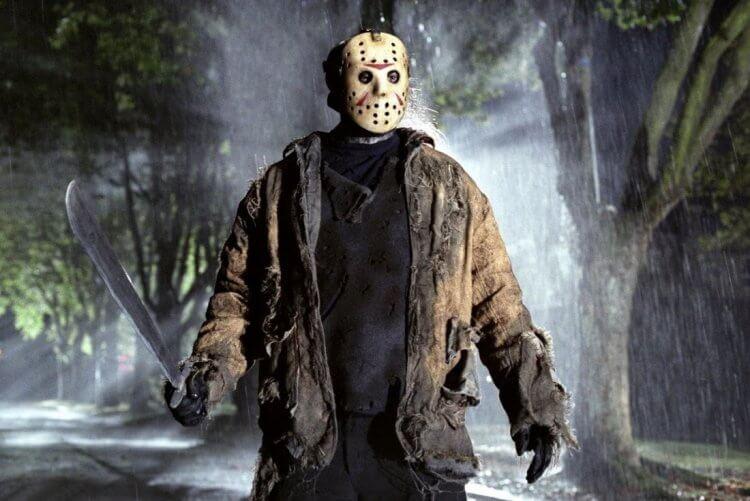 電影《13 號星期五》殺人魔傑森。
