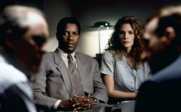 丹佐華盛頓、茱莉亞羅勃茲 1993 年電影《絕對機密》劇照。