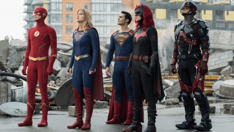 DC 超級英雄影集《無限地球危機》,閃電俠、超人......等英雄都現身其中。