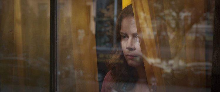 艾美亞當斯主演電影《窺探》。