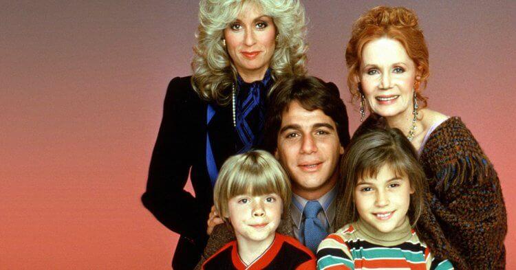 《妙管家》原版演員:茱迪絲萊特、凱瑟琳哈蒙、丹尼派托羅、湯尼丹薩以及艾莉莎蜜蘭諾。