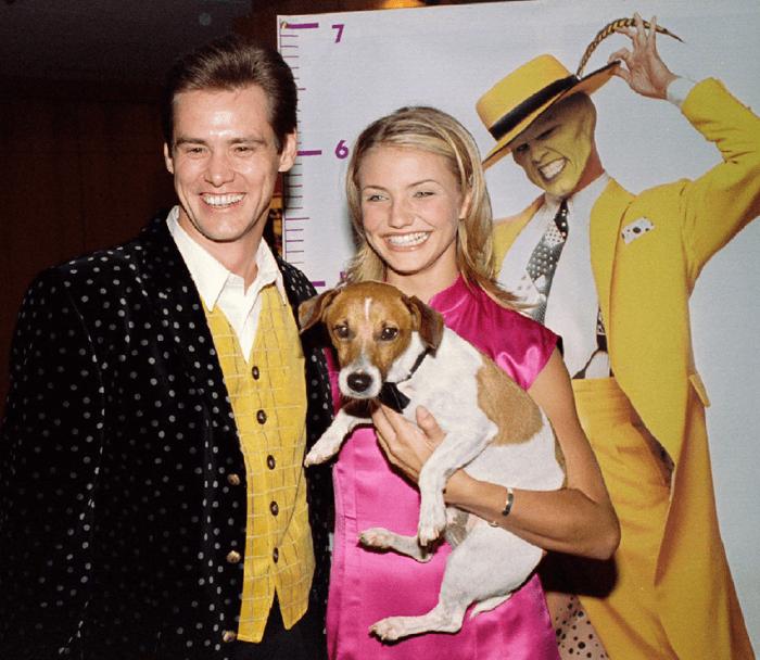 金凱瑞、卡麥蓉狄亞 1994 年於《摩登大聖》首映時的合影。