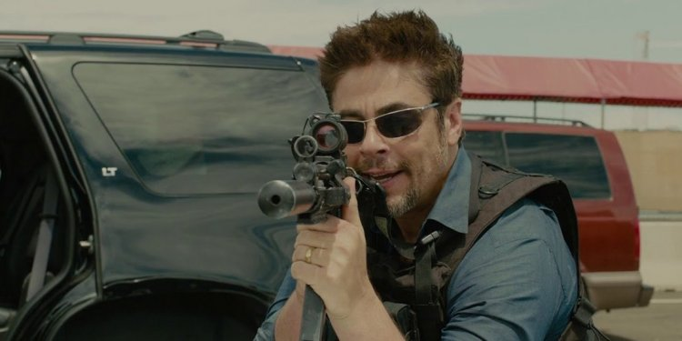 2015 年動作電影《怒火邊界》電影劇照。