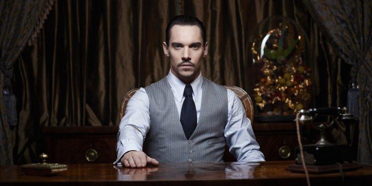 2013 年吸血鬼影集《情迷德古拉》由強納森萊斯梅爾主演。