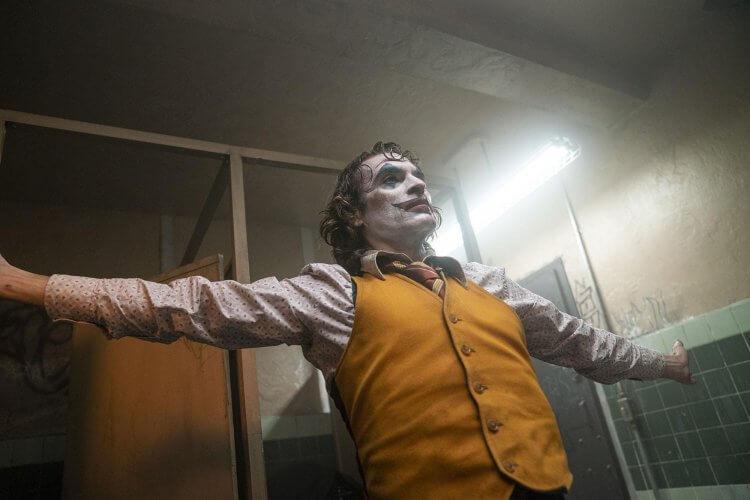 瓦昆菲尼克斯在《小丑》裡的表演精湛,備受肯定。