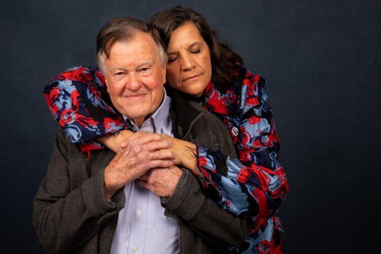 《爺爺的死亡排練》:父親迪克與女兒克絲汀。