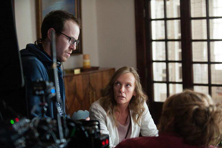 亞瑞艾斯特於《宿怨》片場指導演員。