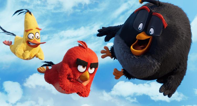 《憤怒鳥玩電影》的角色造型與 Netflix 釋出的首張《憤怒鳥:瘋狂暑假》劇照造型有些差異