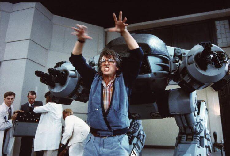 保羅范赫文正在教導殺人機器如何殺人。
