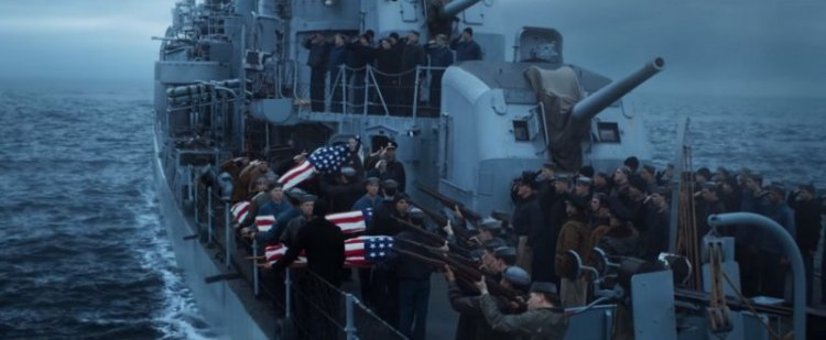 湯姆漢克斯《怒海戰艦》電影劇照。