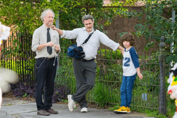 瓦昆菲尼克斯與導演麥克米爾斯於《C'mon C'mon》拍攝現場。