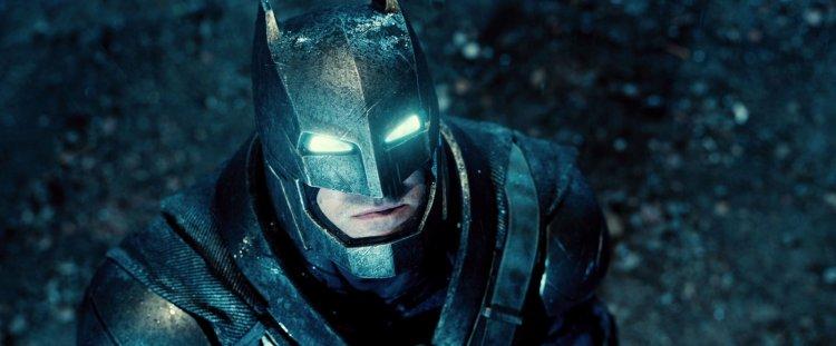 《蝙蝠俠對超人:正義曙光》蝙蝠俠身穿的機械盔甲。