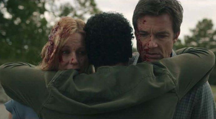 Netflix 影集《黑錢勝地》納瓦洛在射殺海倫後還擁抱溫蒂與馬帝夫婦。