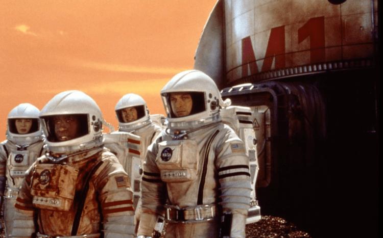 布萊恩狄帕瑪於 2000 年執導的《火星任務》著重在刻劃太空人的生活。
