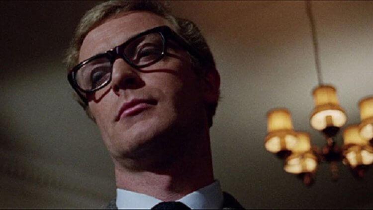 《伊普克雷斯檔案》:影史第一次,黑框眼鏡成為帥氣性感的象徵。