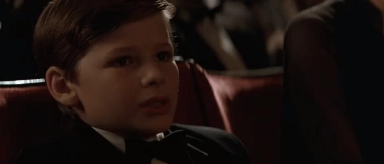 諾蘭《黑暗騎士》蝙蝠俠電影三部曲:8 歲時的布魯斯韋恩。
