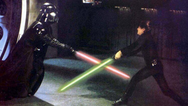 《星際大戰》電影劇照,光劍生死鬥的武戲背後,都是好萊塢劍神鮑勃安德森的功夫。