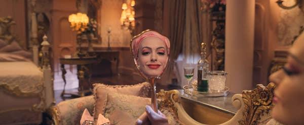 安海瑟薇《女巫們》電影劇照。