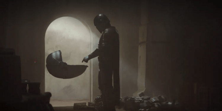 星戰影集《曼達洛人》第一集中,接下任務的曼達洛人與尤達寶寶的相遇。
