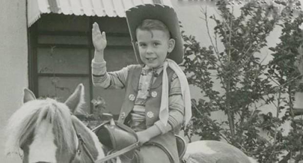 提姆波頓小時候。