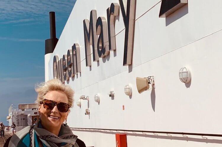《讓他們說吧》史翠普與瑪麗皇后二號合照。