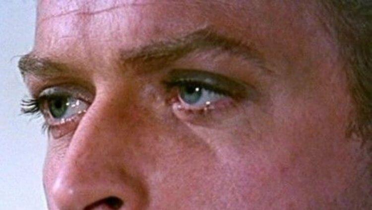 米高肯恩的藍眼睛十分迷人。