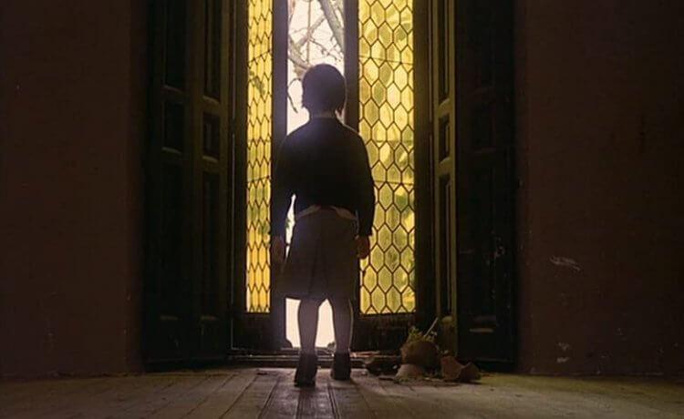 《蜂巢的幽靈》電影劇照。