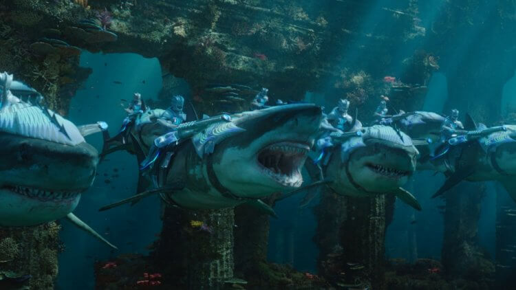 原本《水行俠》有鯊魚血流分屍畫面,溫子仁在考量觀眾感受之後自行刪除。