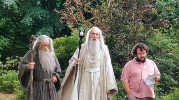 三個巫師出門散步(只有一個是真的巫師)。