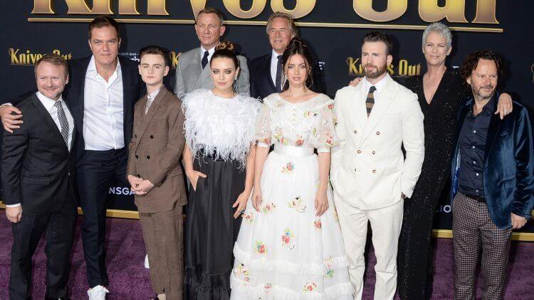 《鋒迴路轉》演員出席首映會。