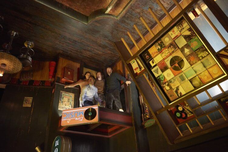 朱利斯艾弗瑞執導的低成本電影《密弒遊戲》獲得意外成功。
