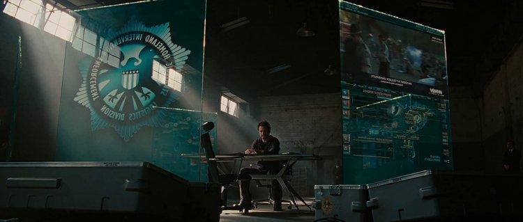 小勞勃道尼主演漫威超級英雄電影《鋼鐵人 2》,鋪陳《復仇者聯盟》,神盾局搶先登場。