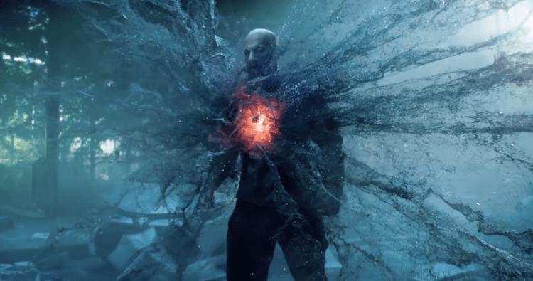 勇士漫壞改編的超級英雄電影《血衛》成本相對不高,電腦特效容易看出破綻,但加重了馮迪索武打戲,提昇作品魅力。