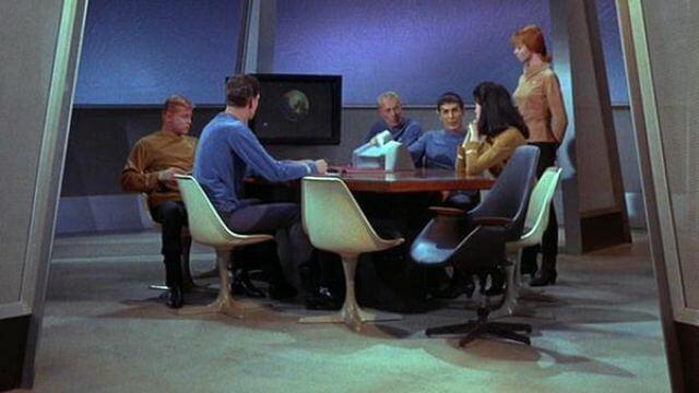 《星際迷航》鬱金香椅。