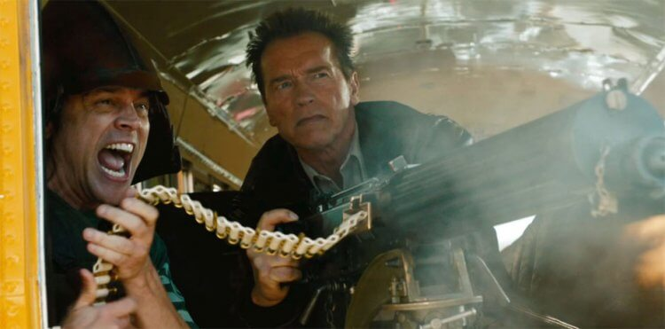 《重擊防線》:阿諾一定要拿大鎗。